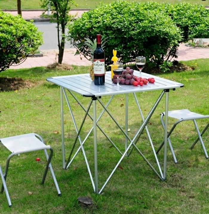 Klappstuhl-Camping-klein-mettal-und-tisch