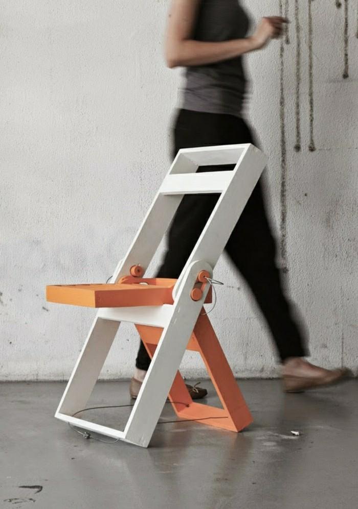 Klappstuhl-Camping-orange-und-weiße-farbe