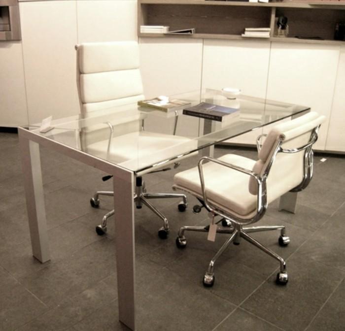 Konferenztische-mit-glas-tischplatte-und-büromöbel