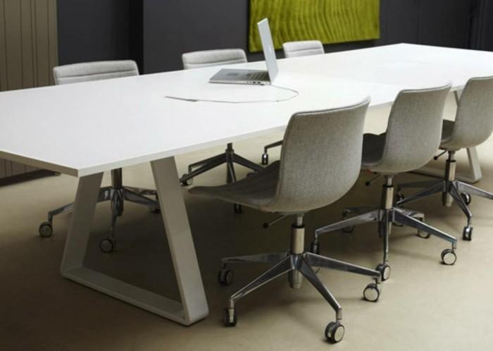 Konferenztische-weiß-graue-stühle