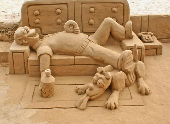 Kunst-Skulptur-aus-Sand-moderne-Kunst