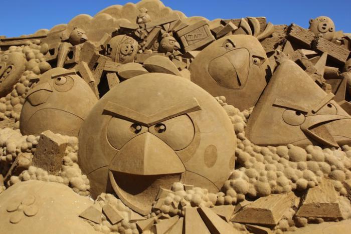 Kunst-Skulpturen-aus-Sand-angry-birds