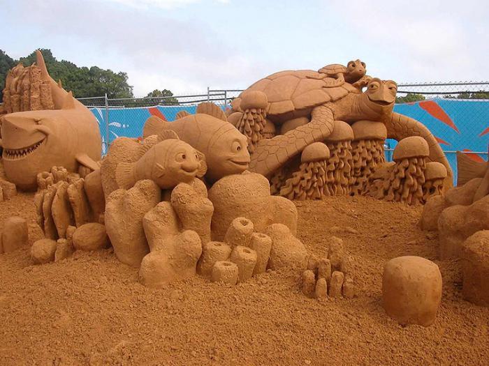 Kunst-Skulpturen-aus-Sand-die-Personen-von-Finding-Nemo