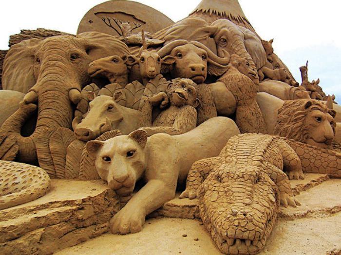 Kunst-Skulpturen-aus-Sand-die-Tiere-von-Afrika