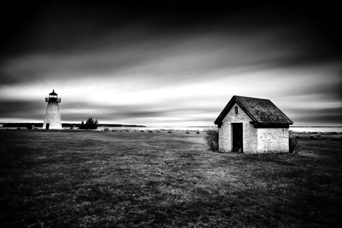 Kunstfotografie-kleines-Häuschen-in-der-Nähe-vom-Leuchtturm