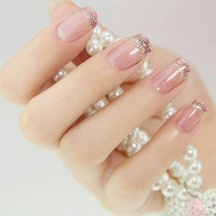 Nagellack-glitzer-Pink-und-perlen