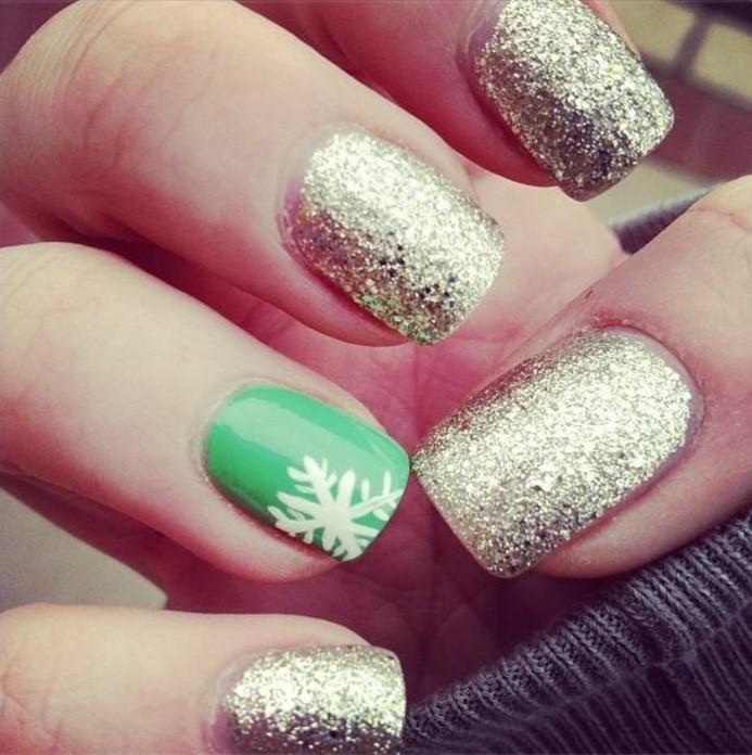 Nagellack-glitzer-gold-und-grün