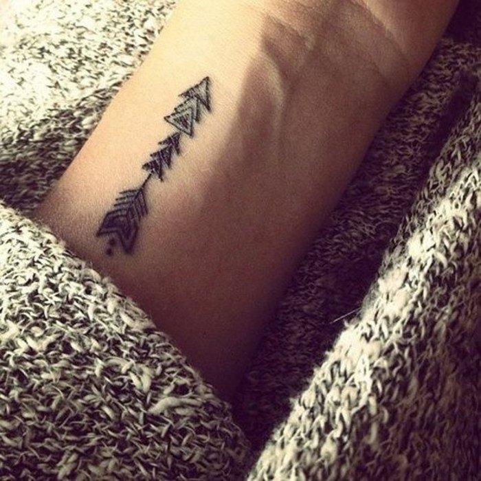 Pfeil-Tattoo-schöne-Tattoos-für-Frauen