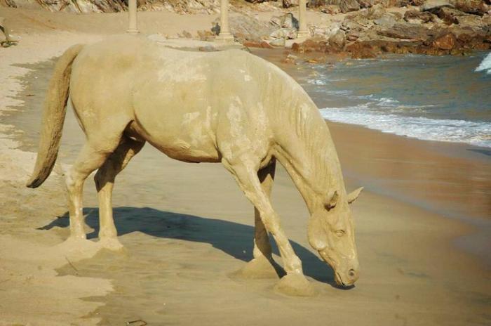 Pferd-Figur-gemacht-aus-Sand