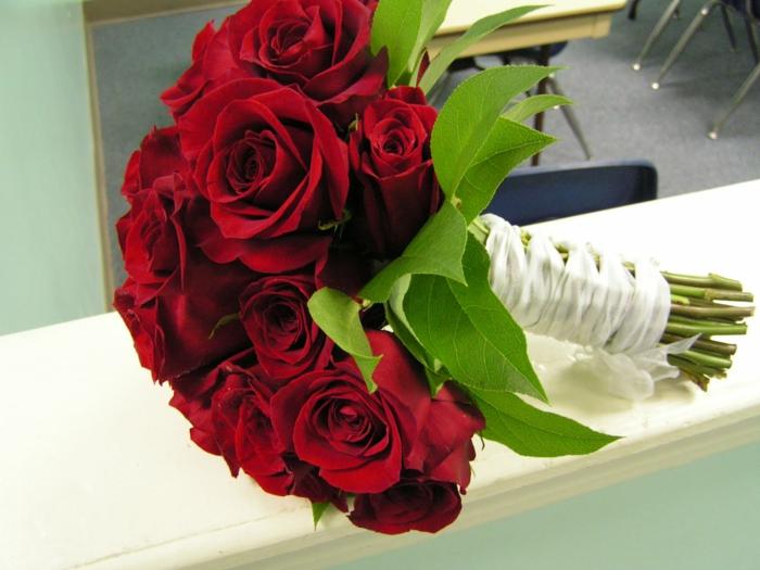 Rosenstrauß-auch-valentinstag-und-auch-hochzeitstag