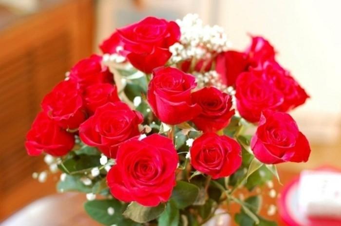 Rosen strauß-hübsche-rosen-und-weiß
