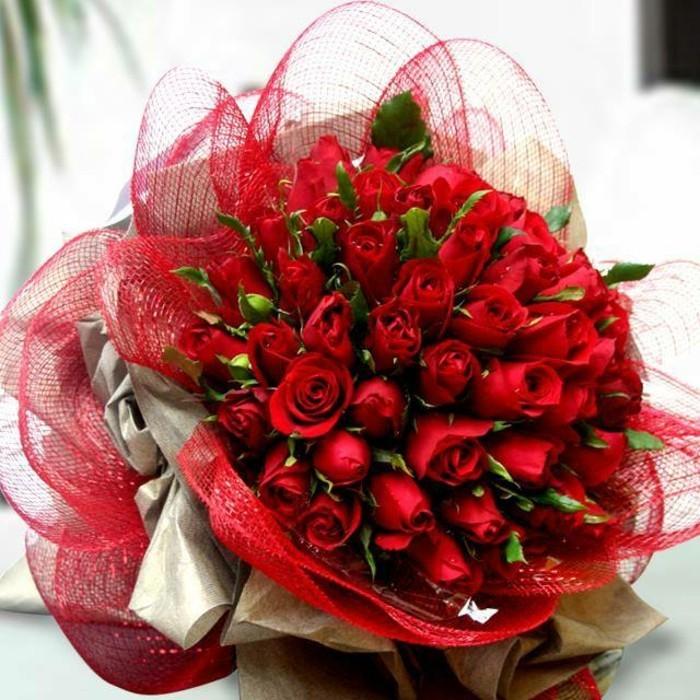 Rosenstrauß Für Ein Valentinstag In Rot Archzinenet