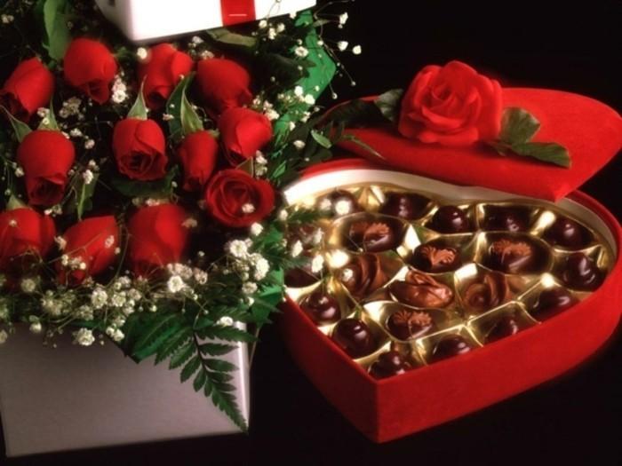 Rote-rosen-und-schokolade-für-valetinstag