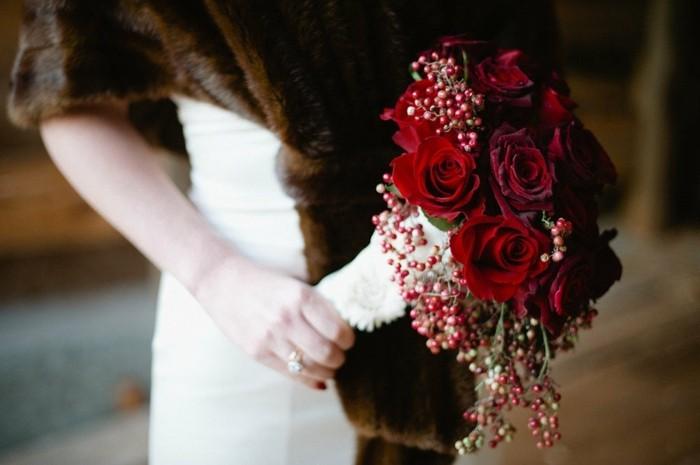 Rote-rosen-valentinstag-und-brautstrauß