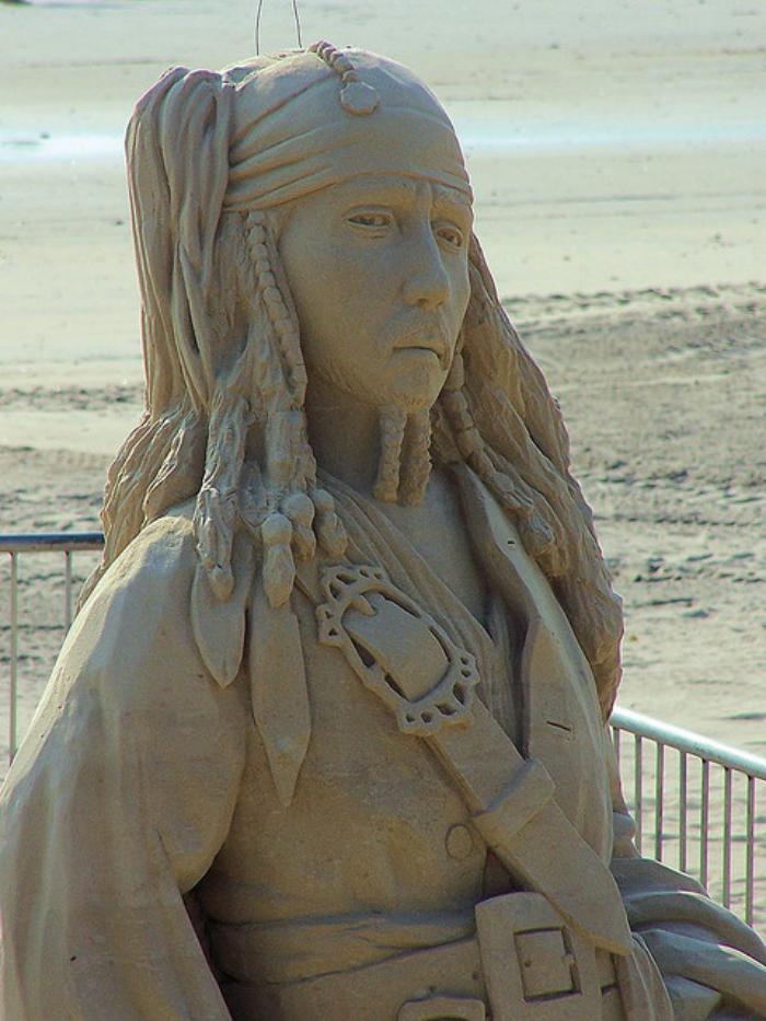 Sandskulptur-von-Jack-Sparrow-vom-berühmten-Film