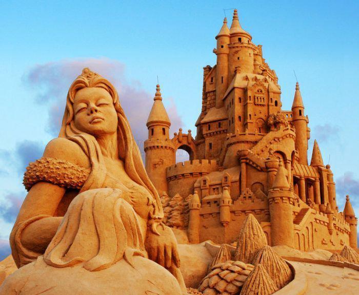 Sandskulpturen-von-Szenen-aus-Märchen
