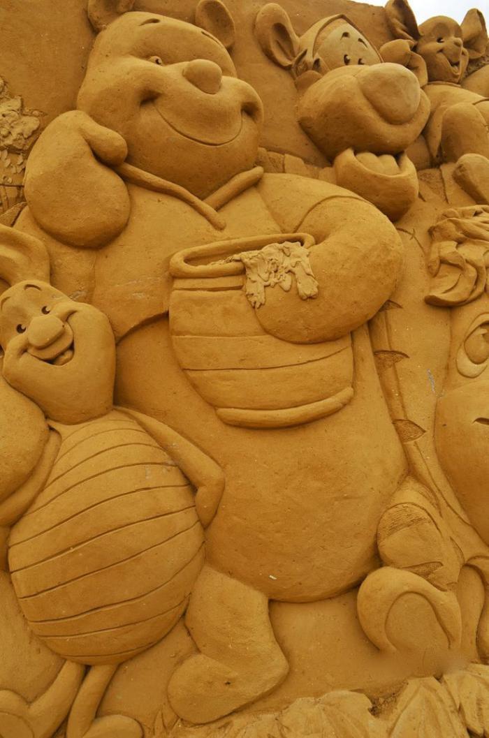 Sandskulpturen-von-den-Personen-von-Winnie-The-Pooh