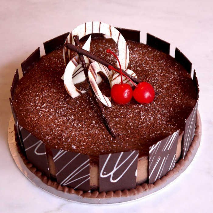 Kirschen Schokoladenkuchen, Verzierung aus weißer Schokolade