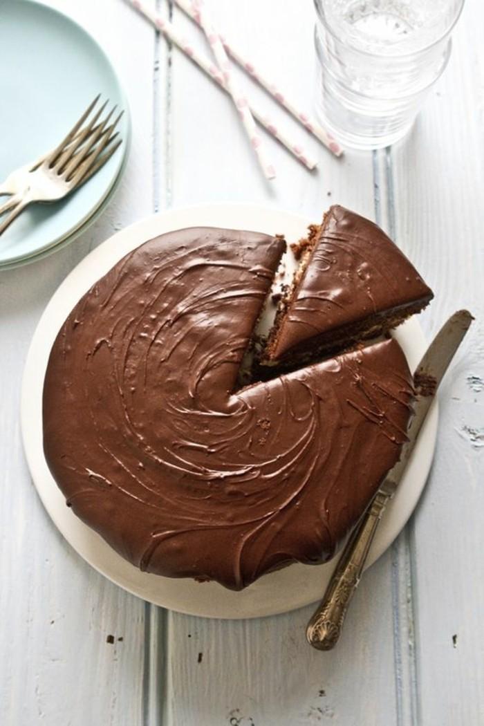 Schokoladen kuchen-ausschneiden-lecker