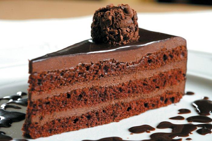 Schokoladen kuchen-stückchen-essen