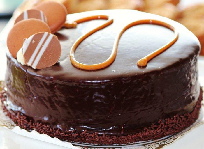 Schokoladentorte-mit-Plätzchen
