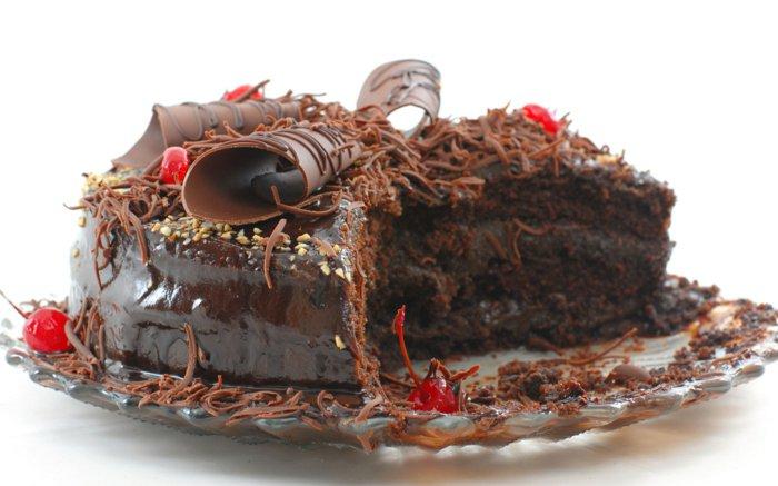 Schokoladentorte-mit-leckere-verzierung