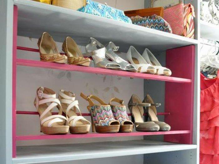Schuhregale-in-Weiß-und-Pink-für-Damen-Schuhe