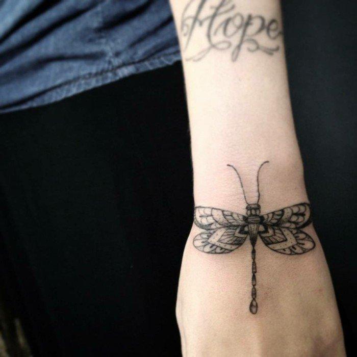 Tattoo-am-Handgelenk-Tattoos-für-Frauen-süß