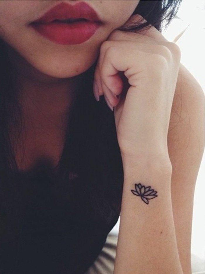 Tattoo-am-Handgelenk-Tattoos-für-Frauen