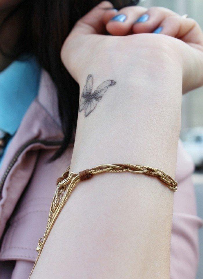 Tattoos-für-Frauen-Tattoo-am-Handgelenk-Schmetterling