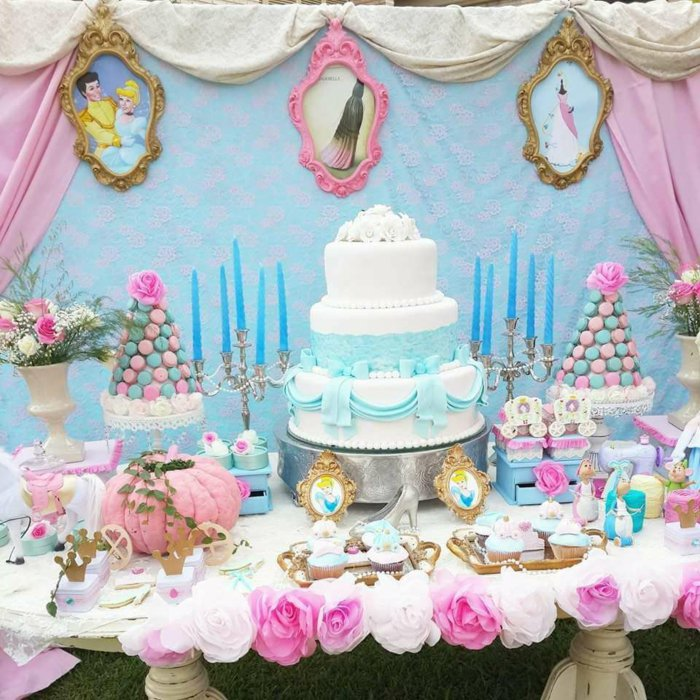 Tischdekoration-für-Jahrestag-Party-inspiriert-von-Aschenputtel