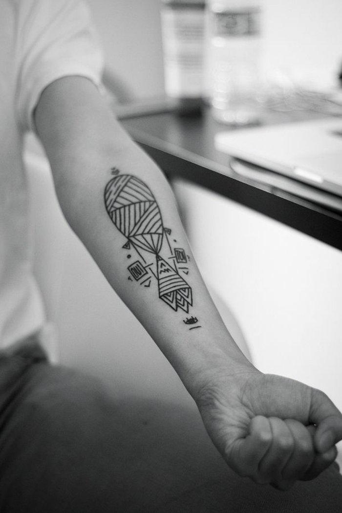 Unterarm-Tattoo-geometrische-Tattoo-Motive