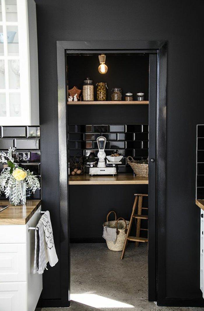 Wandfarbe-Anthrazit-Küche-streichen-Ideen-originelle-Wandfarben-Palette