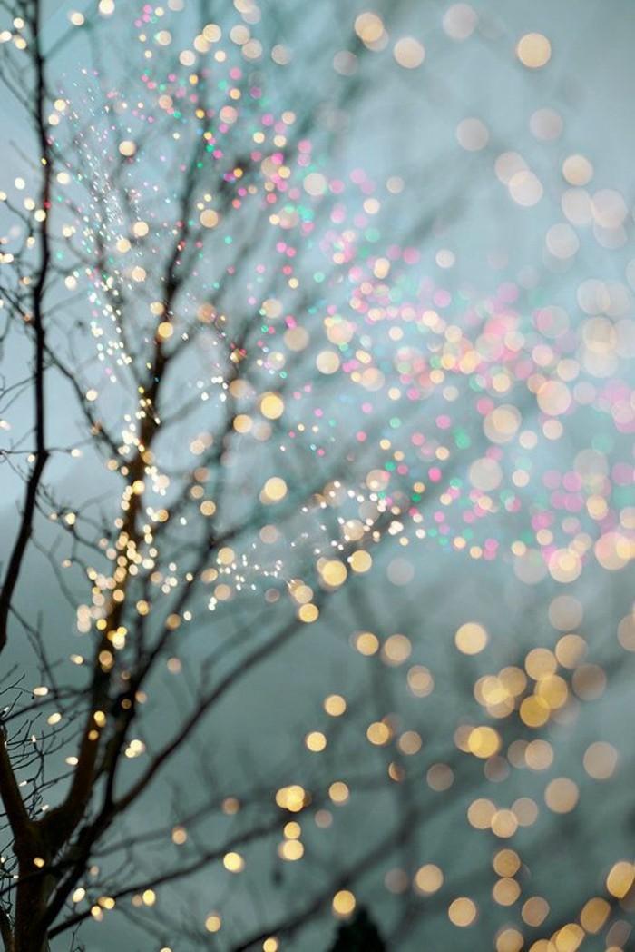 Winterbilder-Weihnachten-geschmückter-leuchtender-Baum