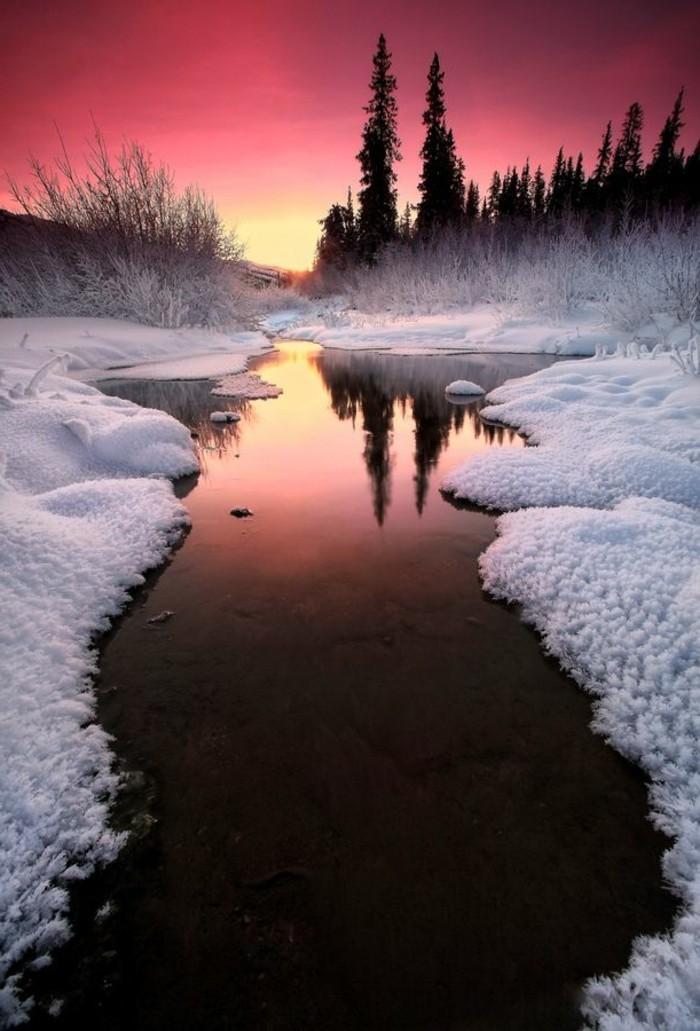 Winterlandschaft-Bilder-aus-Alaska-See-Schneeküsten-Sonnenuntergang
