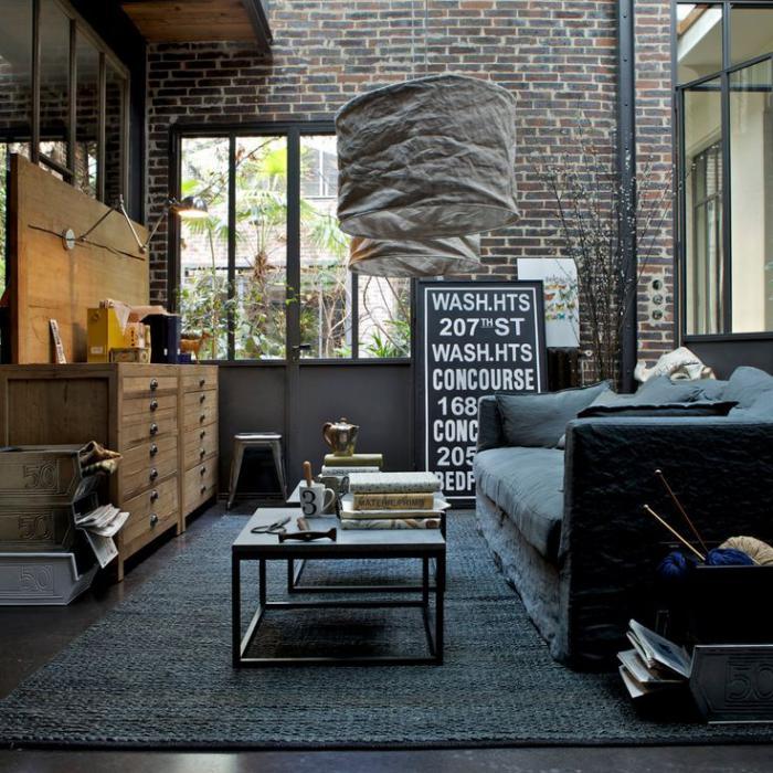 Zimmer-mit-industriellem-Design-schlichtes-Modell-Kaffeetisch
