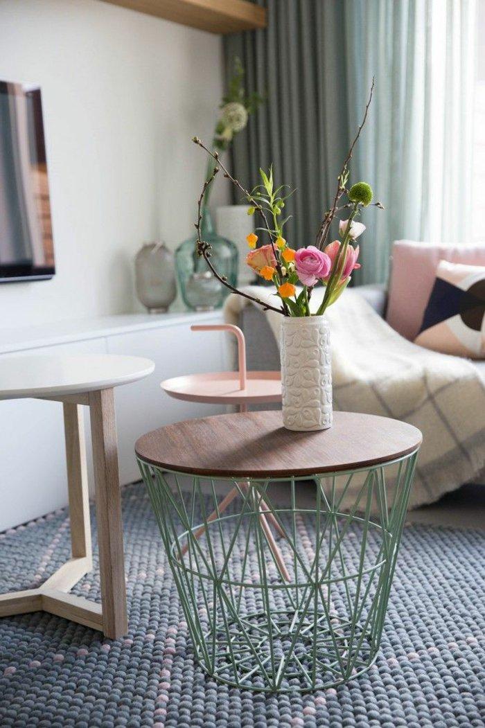 Zimmerblumen-in-schöner-Vase-für-mehr-Gemütlichkeit