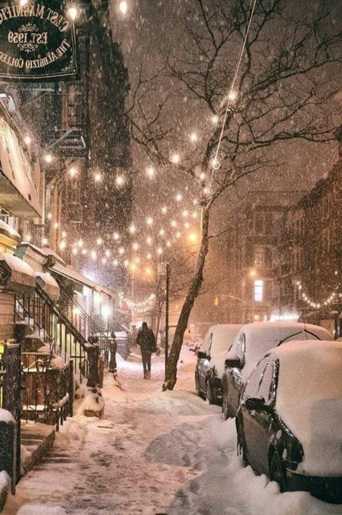 alltägliches-Winterbild-Straßen-bedeckt-mit-Schnee