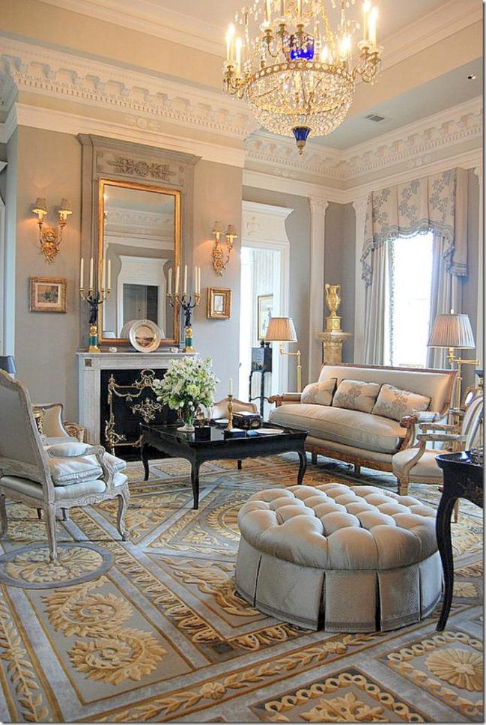 aristokratisches-Interieur-goldene-Ornamente-großartiger-Kristallleuchter