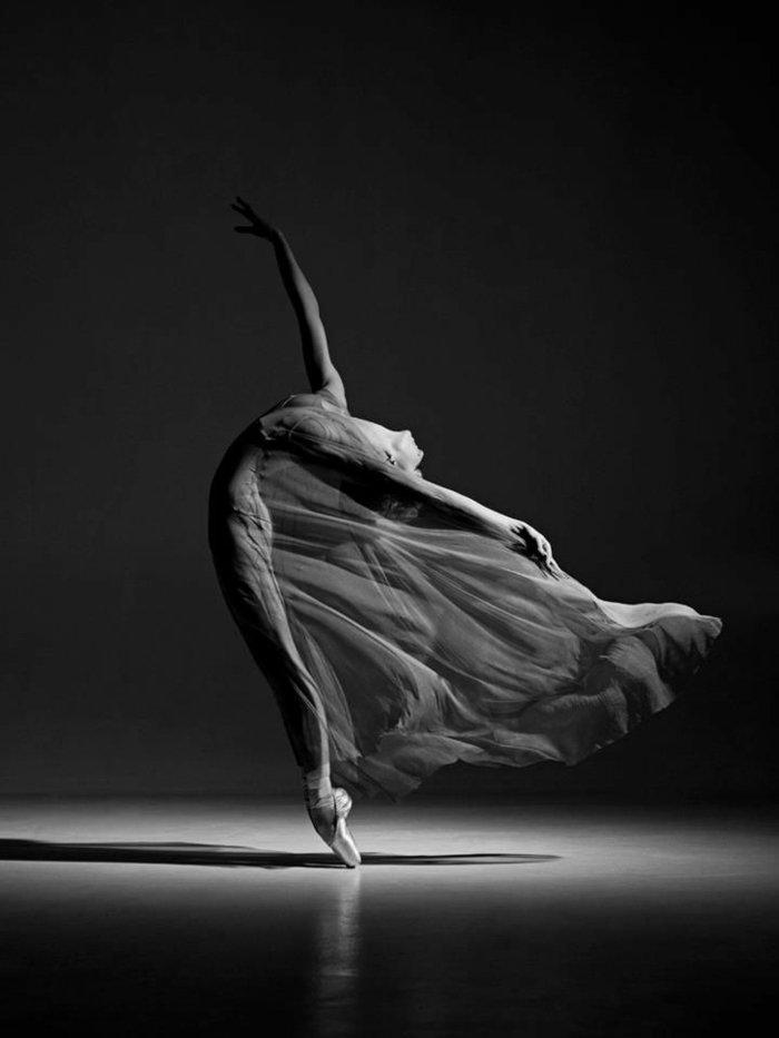 artistisches-Foto-von-tanzender-Ballerina