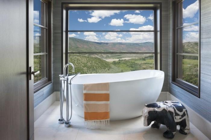 atemberaubende badgestaltung ideen freistehende badewanne tolle blick durchs - Moderne Badgestaltung Beispiele