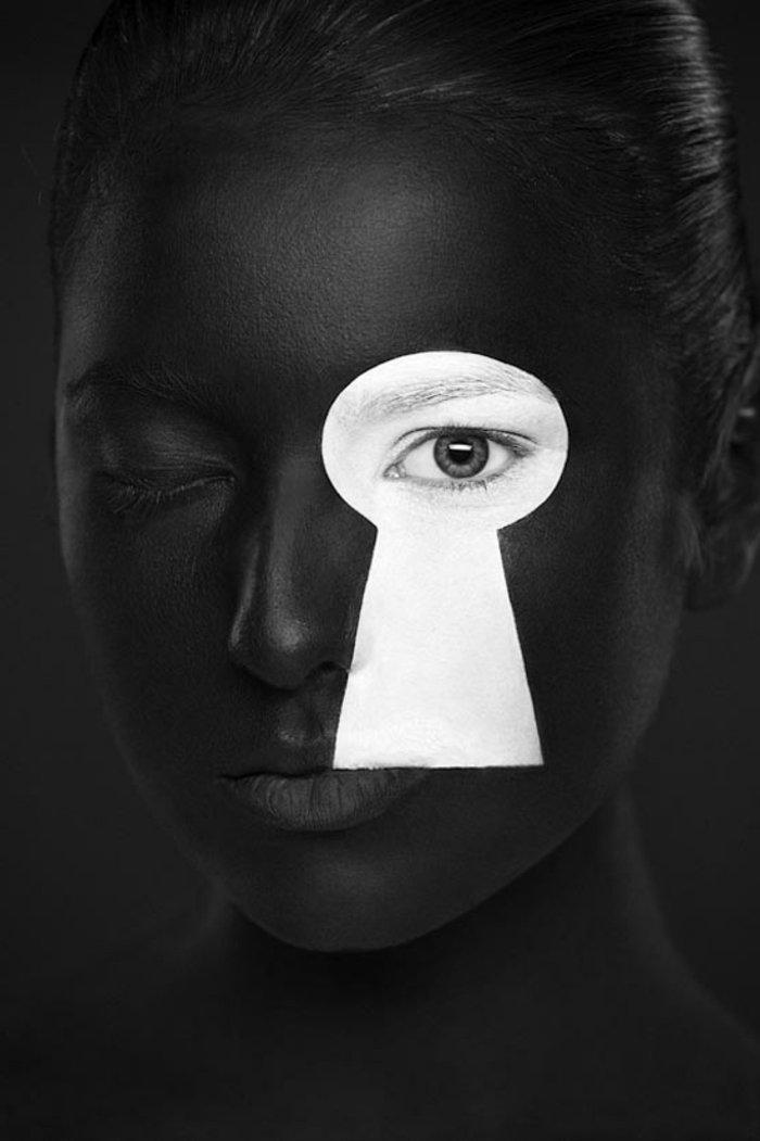 attraktive-Kunstfotografie-Kontrast-zwischen-Schwarz-und-Weiß