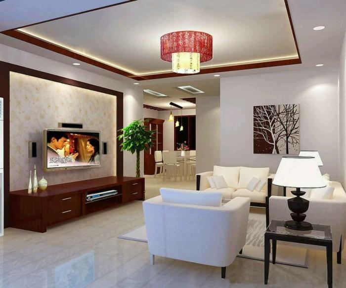 attraktive-dekoration-im-schönen-wohnzimmer-mit-weißen-sesseln