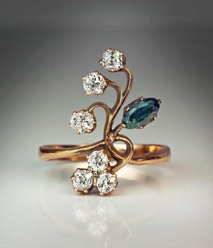 ausgefallene-Ringe-Alexandrit-Diamanten-in-Blumen-Form