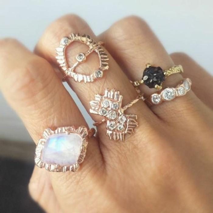 ausgefallene-Ringe-frische-Modelle-mit-Steinen