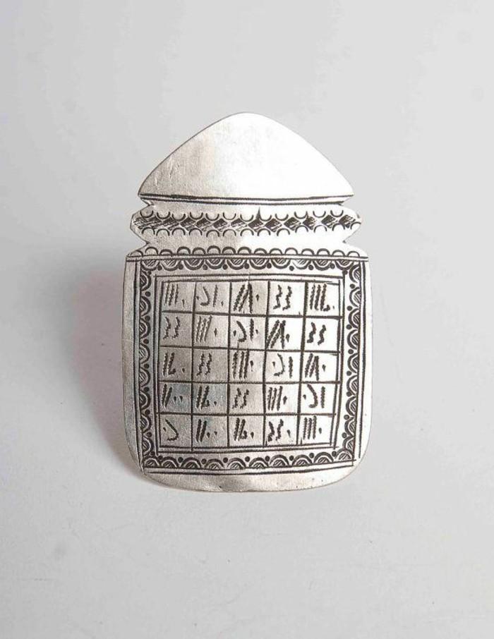 ausgefallene-Silberringe-Modelle-Tuareg-Ring-mit-Symbolen
