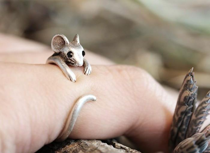 ausgefallene-Ringe-süßes-Modell-mit-Maus