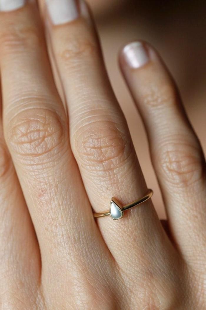 ausgefallene-Verlobungsringe-Gold-Perle-simples-zärtliches-Modell