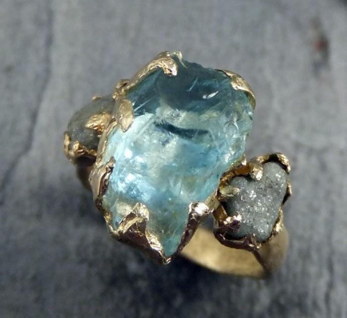 ausgefallene-Verlobungsringe-roher-ungeschnittener-Aquamarin-Gold