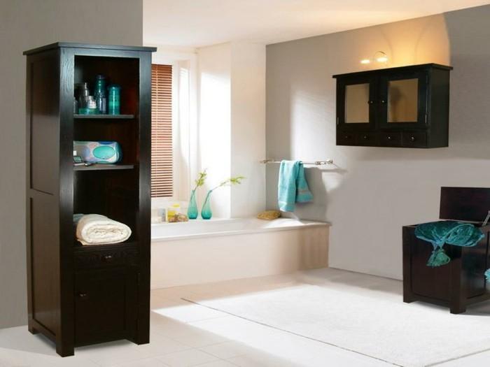 bad-einrichten-ideen-schwarze-regale-moderne-weiße-badewanne